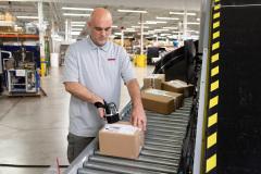 sp500x-warehouse-worker-scanning