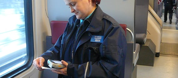 Ticket inspector uses Handheld Nautiz eTicket Pro
