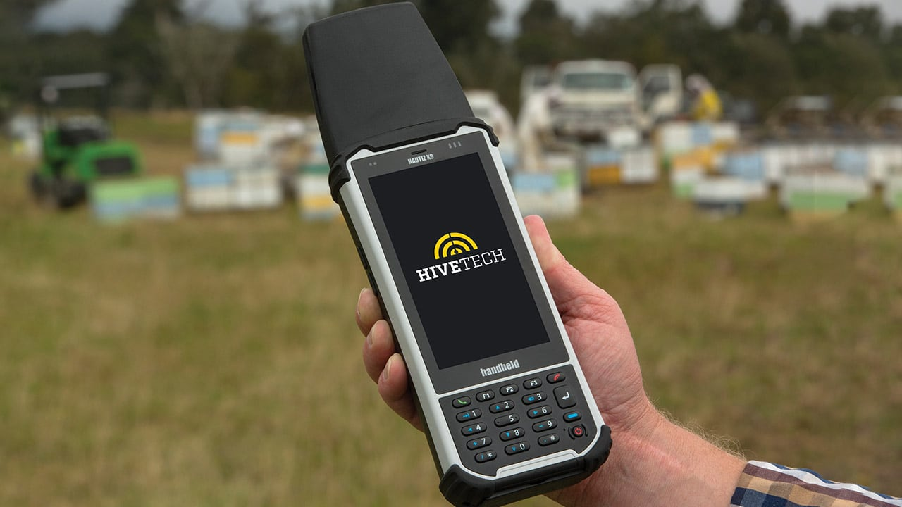 Handheld Nautiz X8 with RFID reader outside
