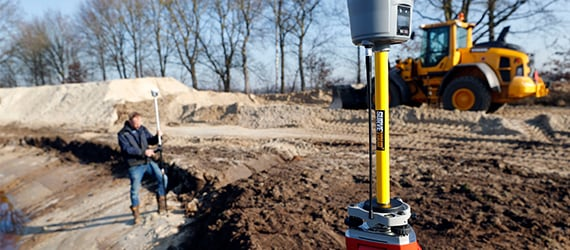 Surveyor uses the Handheld Nautiz X8