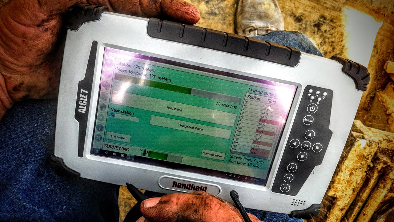 Handheld Algiz 7 with surveying software displayed