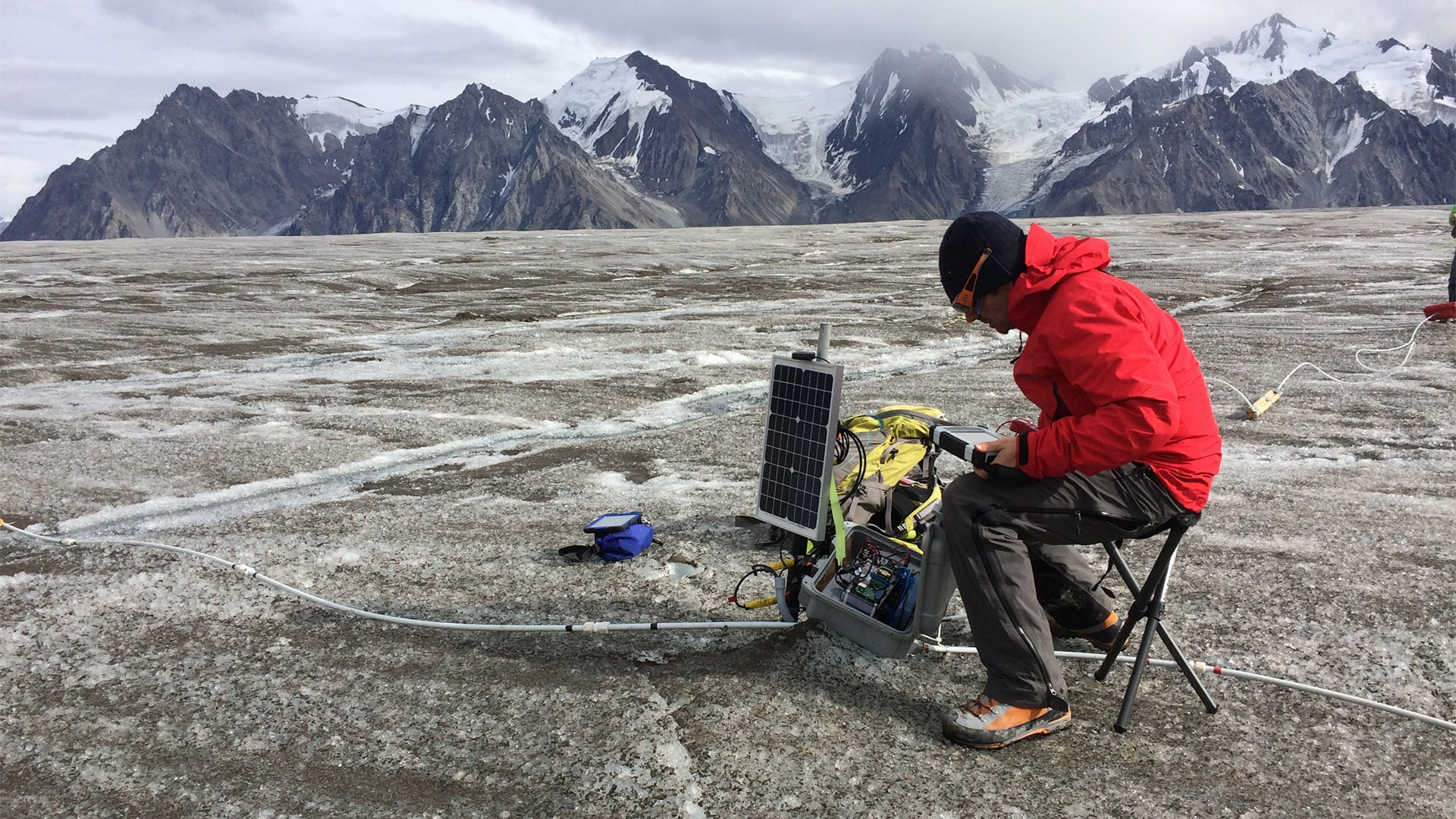 glacier researchers using algiz rugged tablet