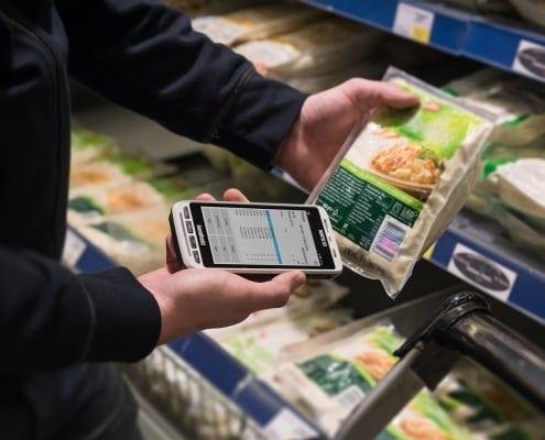 handheld nautiz x2 scanning food package