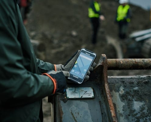 handheld nautiz x6 outdoor on worksite