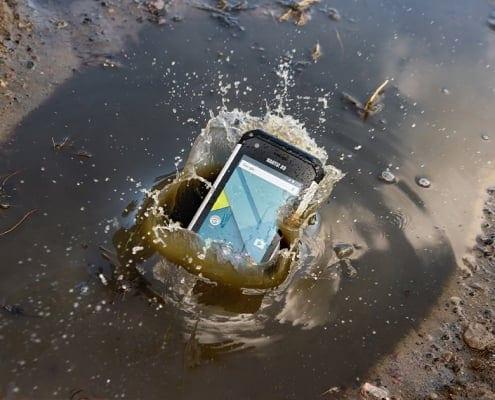 handheld nautiz x9 in water