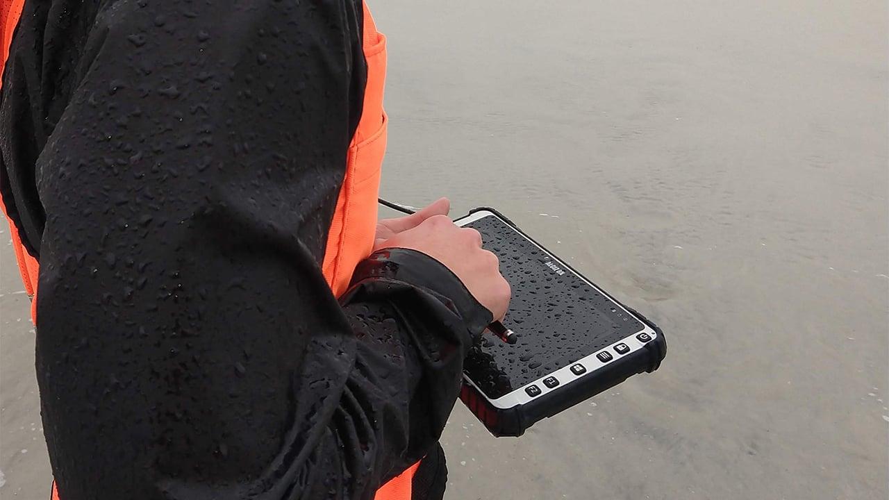 handheld algiz 8x in rain