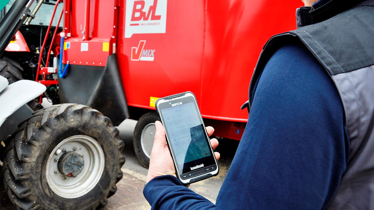 handheld nautiz x6 in feeding management solution
